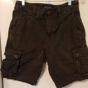 Men's American Eagle cargo shorts.